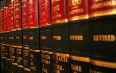 W wielu losach ludzie potrzebują pomocy prawnika